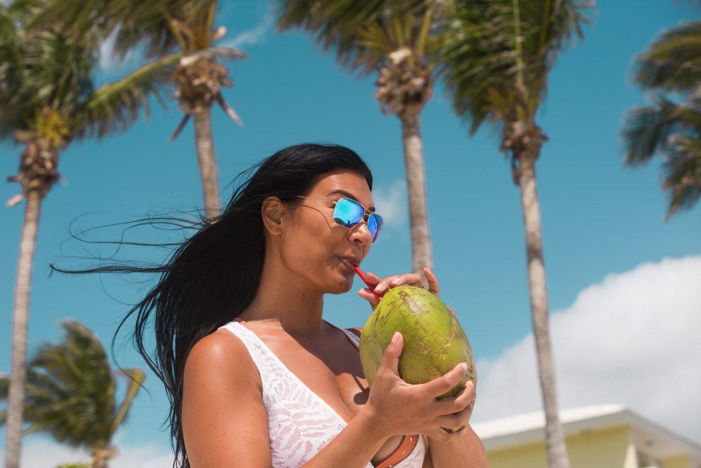 Enjoy alcoholic drinks on Bahama Paradise Cruises with an alcoholic drinks add on package